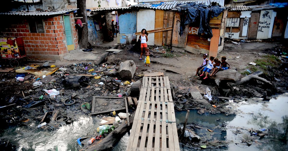 Falta de saneamento básico expõe crianças a doenças