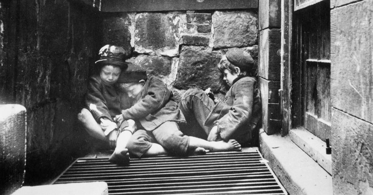 Crianças se protegendo do frio em Nova Iorque